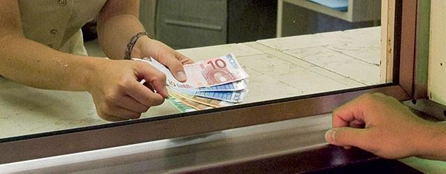 Depositare contanti in banca: limiti, regole, tetto massimo e verifiche. Tutto quello che c'è da sapere.