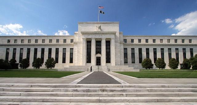 L'FMI taglierà le stime di crescita dell'economia mondiale e si appella alle banche centrali principali, specie la Federal Reserve, che in questa fase è sotto attacco da parte di diversi esponenti politici per le sue misure eccessivamente accomodanti.