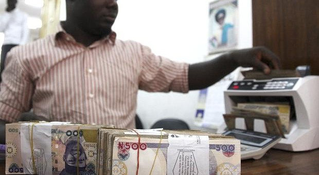 La Nigeria chiede aiuto alla Banca Mondiale per ottenere dollari necessari a tamponare la crisi delle riserve, esplosa con il crollo delle quotazioni del petrolio.