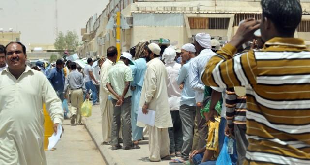 L'economia saudita tira il freno a mano e un milione di immigrati potrebbero lasciare il regno entro la fine dell'anno.