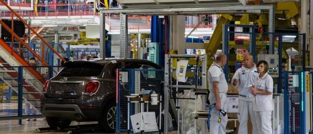 Fatturato in lieve calo a gennaio, mentre gli ordini crescono di poco su base annua. L'Istat conferma la ripresa debole dell'industria italiana.