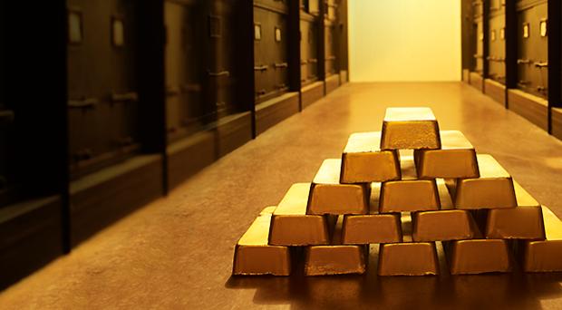 La Svizzera ha falcidiato il peso dell'oro tra le riserve e aumentato quello di euro e dollari. Il confronto con il 2008 mostra gli stravolgimenti avvenuti in questi anni.