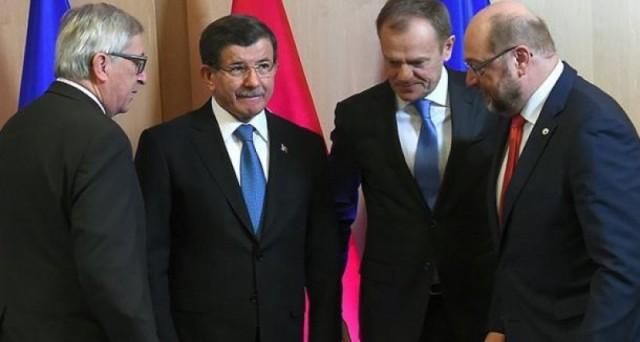 La Turchia alza il prezzo sull'emergenza profughi e chiede alla UE soldi e l'ingresso nelle sue istituzioni. Anche la Grecia