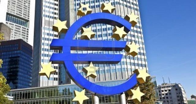 La BCE ha comunicato di avere tagliato i tassi overnight al -0,30%. In conferenza stampa saranno annunciate altre misure.