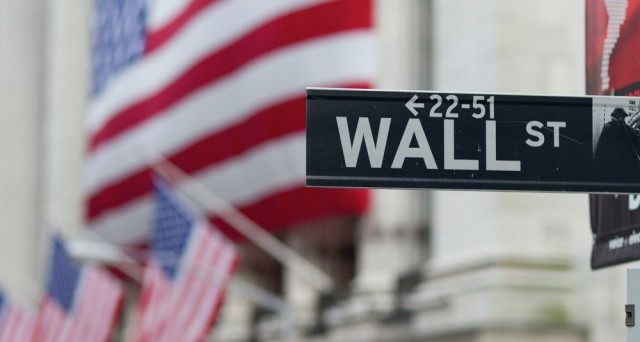 Buyback a tutto gas a Wall Street per contrastare la fuga di capitali esteri. E il super-dollaro non aiuta a intravedere buone prospettive nel breve.