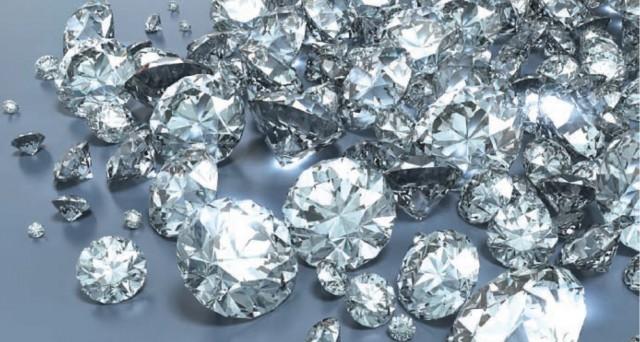 L'industria dei diamanti è in crisi, anche se in queste settimane si assisterebbe a un accenno di ripresa. Ma i gusti dei giovani sono cambiati, servono campagne pubblicitarie diverse.