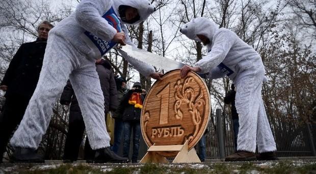 Rublo ancora in rally e i russi migliorano di molto le loro aspettative, con il rischio di risultare eccessive.