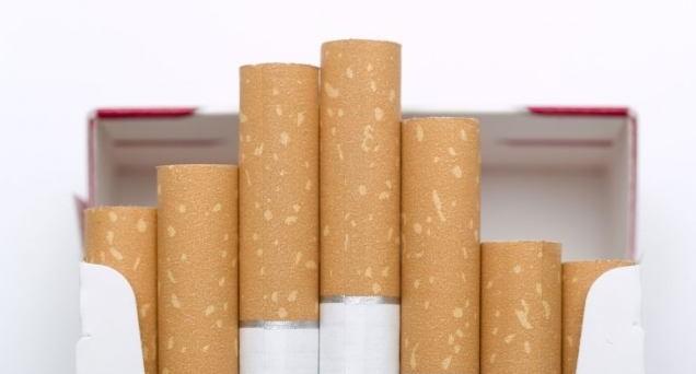 Prezzi delle sigarette di 20 centesimi più cari da domani per alcune famose marche. Dal 2006 ad oggi sono cresciuti del 35%.