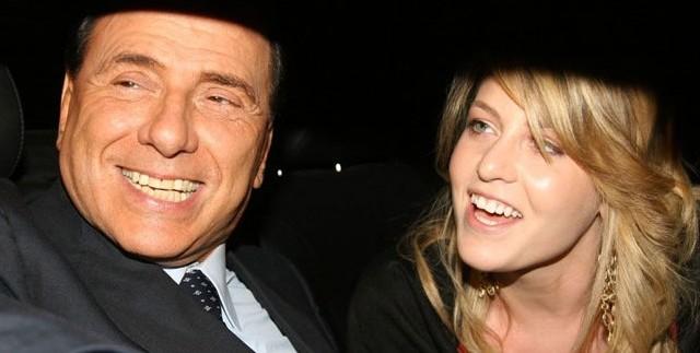 La figlia dell'ex premier ribadisce il suo pieno supporto al padre rispondendo indirettamente all'ultimo post sul blog di Beppe Grillo