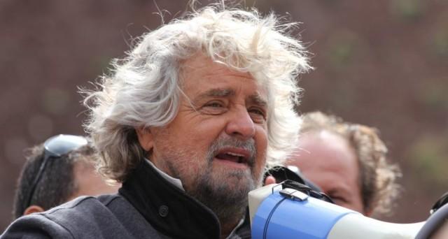 Per Beppe Grillo l'Europa va ripensata. Intanto il fronte anti-Bruxelles cresce anche in Germania, Regno Unito e Francia. I colori sono diversi ma le richieste non cambiano: far decidere i cittadini sull'Europa e sulla Moneta Unica