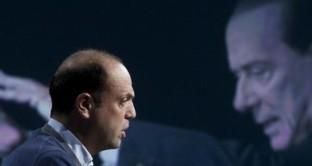 Angelino Alfano e Silvio Berlusconi: il primo è vicino a una svolta politica, il secondo torna sui suoi passi per rinnovare un partito (e il Centrodestra). Ma chi vale di più tra Alfano e Berlusconi nel nuovo Centrodestra che verrà? E cosa succederebbe se Alfano si spostasse al Centro? Analizzando l'ultimo sondaggio IPR emergono alcune questioni interessanti: scopriamo quali.