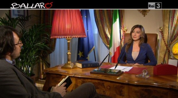 Virignia Raffaele sostituisce di nuovo Maurizio Crozza e nella sua copertina propone l'imitazione del ministro Maria Elena Boschi