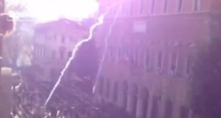 Il ministro Severino apre un'indagine interna: qualcuno dal palazzo del Ministero ha sparato candelotti lacrimogeni sulla folla in fuga