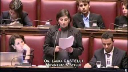 Il video dell'intervento completo della parlamentare M5S: riferimento riportato male contro i giornalisti mentre era riferito alla mafia