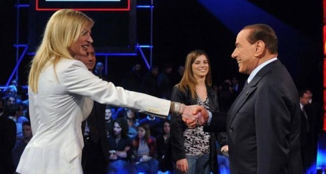 Dopo lo show di Berlusconi da Santoro la giornalista dice addio al programma