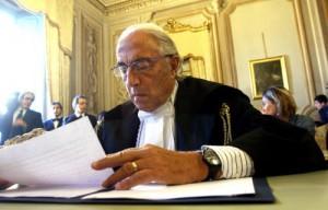 Gaetano Pecorella ipotizza la fuga all'estero in caso di condanna definitiva: latitanza vip ad Hammamet o in Russia