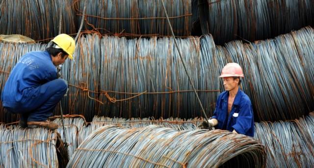 La crisi dell'acciaio non si arresta. La Cina esporta sempre più nel mondo e fa crollare i prezzi della materia prima.