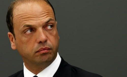 I ministri dissidenti del Pdl pronti a votare la fiducia al governo Letta.