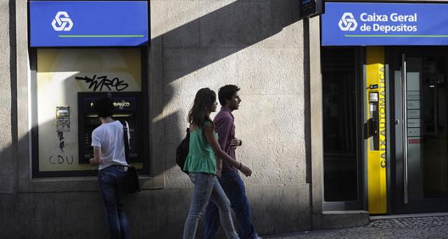 La crisi delle banche e quella del debito sovrano s'intrecciano ancora una volta. Il caso del Portogallo è emblematico e sa anche tanto di presa in giro verso l'Italia.