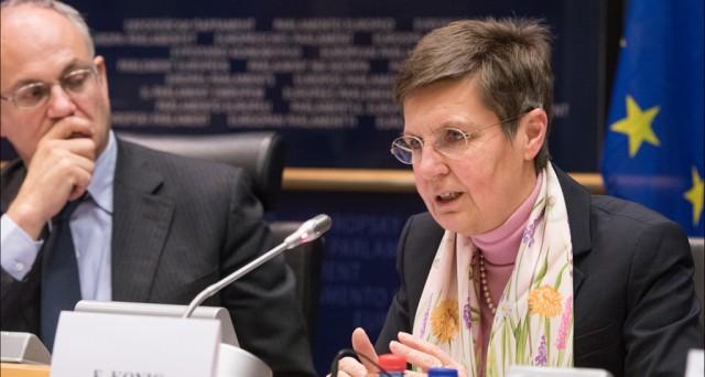 Bail-in, è scontro tra Commissione e fondo Srb su come normare i salvataggi delle banche. Dietro si nasconde qualcosa di molto meno formale di quanto appaia.