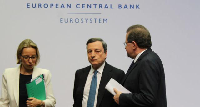 Bce rivede al rialzo stime sul Pil, Draghi: Tassi invariati a lungo