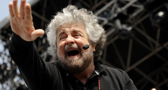 Beppe Grillo avverte i suoi eletti che si allontanerà dalla polita nel caso di appoggio ad un governo del PD