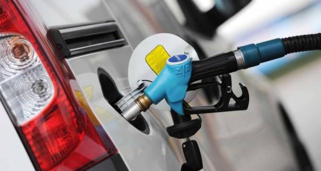 L'abrogazione del bollo auto sarebbe compensata dall'aumento delle accise sul carburante. Ma chi ci perderebbe?