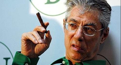 Bossi vuol tornare a guidare la Lega, Maroni auspica invece la guida di un giovane.