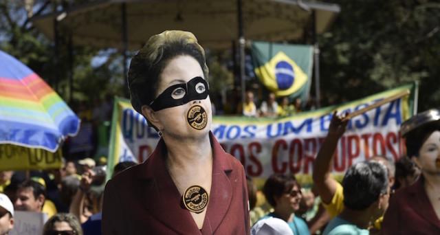 Manifestazioni in Brasile contro la presidente Dilma Rousseff, sempre più vicina all'impeachment o alle  dimissioni.