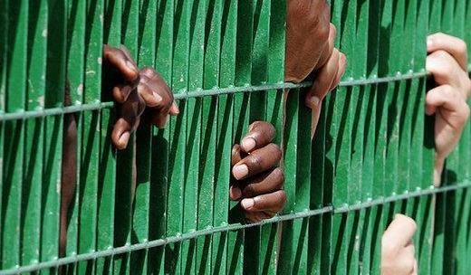 Le proposte del Movimento 5 Stelle per cercare di risolvere il problema del sovraffollamento delle carceri italiani ripresentano l'indulto e l'amnistia.