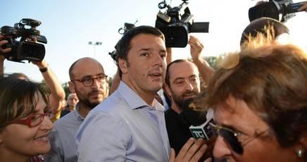 Giuseppe Civati e Gianni Cuperlo rispondono per le rime a Matteo Renzi, che propone l'idea di un PD che torni a essere