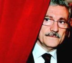 Sarà Massimo D'Alema il prossimo presidente della Repubblica? Beppe Grillo svela i retroscena dell'eventuale nomina di D'Alema. Intanto il metodo  Boldrini - Grasso convince alcuni grillini: il Movimento 5 Stelle si spacca?