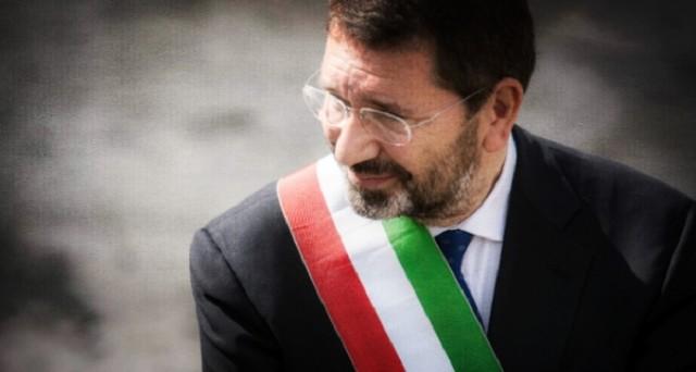 Ignazio Marino si è arreso e ha dato le sue dimissioni, rivelando però che ha ancora 20 giorni per ripensarci: ecco come i giornali italiani hanno trattato la notizia del giorno.
