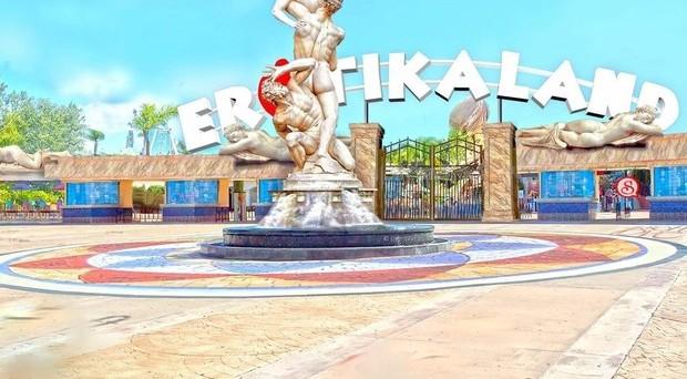 Erotikaland sarà la meta mondiale del turismo a tema sessuale. Si trova in Brasile ed è un parco dall'idea innovativa e dai profitti potenzialmente allettanti.