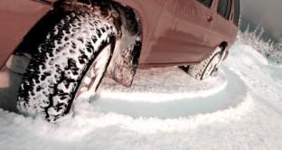 Dal 15 novembre scattano gli obblighi di pneumatici invernali o catene a bordo.