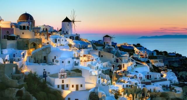 I prezzi delle case in Grecia dovrebbero crollare ancora per un  paio di anni e dall'estero è già boom di domanda.