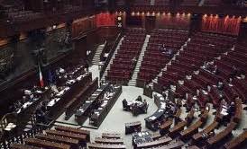 La vera casta è quella rappresentata dagli oltre 2000 dipendenti parlamentari che con i loro stipendi, in alcuni casi, superano il compenso annuo del Presidente della Repubblica.