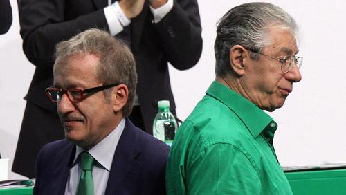 Bossi è pronto a riprendersi il suo partito facendo i conti con colui che considera un traditore: Roberto Maroni