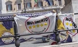 Il Movimento 5 Stelle starebbe pensando di boicottare Bruxelles, preferendo puntare sull'Italia, dove aleggia lo spettro delle elezioni anticipate, piuttosto che alle elezioni europee del 2014. Protesta contro l'attuale politica europea o paura di perdere candidati in Italia?