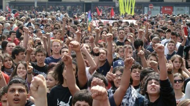 Le manifestazioni del 14 novembre sono finite in molti casi in scontri con le forze armate.
