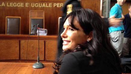 """Chiamata a parlare in aula Nicole Minetti descrive il suo rapporto con Berlusconi come un amore vero e respinge tutte le accuse come """"ricostruzioni fantasiose"""""""