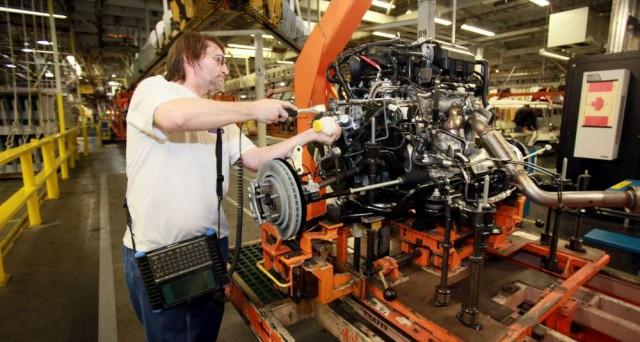 Produzione industriale invariata a marzo, al di sotto delle attese.