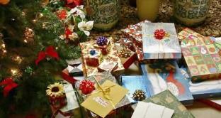 Quanto si spende per i regali di Natale e cosa si regala di più, vale il motto dono per tutte le tasche. Ecco i consumi degli italiani.
