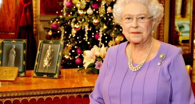 La Regina Elisabetta II entra oggi nella storia come sovrano più a lungo regnante nella storia d'Inghilterra.