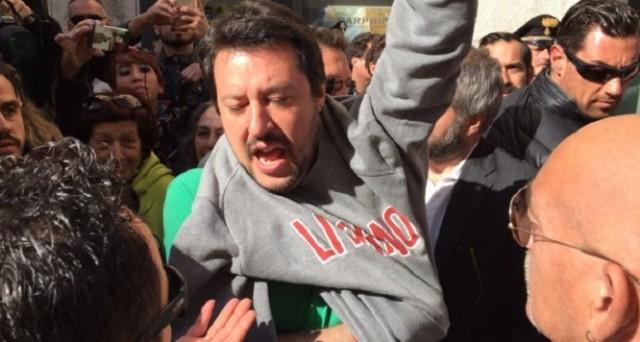 Matteo Salvini è stato contestato a Livorno da un gruppo di manifestanti che gli hanno lanciato uova e pomodori. In direzione per Fucecchio, Salvini si è scagliato su Twitter contro Matteo Renzi, dandogli del becchino.