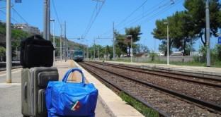 Sciopero treni: domani sarà forse lo sciopero del settore ferroviario quello che colpirà maggiormente i pendolari italiani, anche se lo scioperò coinvolgerà anche il trasporto aereo, quello marittimo e il trasporto delle merci.