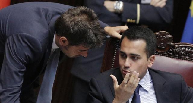 Sfiducia contro il governo Renzi. L'ha annunciata il Movimento 5 Stelle, appellandosi alla minoranza PD per votarla. Matteo Salvini è pronta a sostenerla. Si scaldano i motori per un governo tecnico?