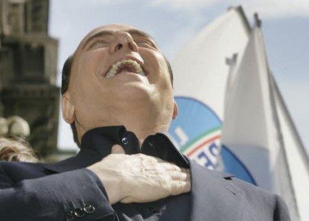 Berlusconi è il maestro della gaffe. Questo video le raccoglie tutte (o quasi)