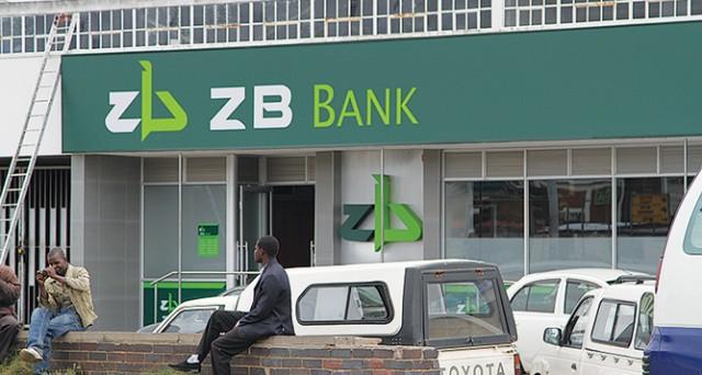 L'ipotesi di un ritorno alla sovranità nazionale nello Zimbabwe allarme i suoi cittadini, memori della tragedia dell'iperinflazione del 2009. Le imprese allarmate dall'emissione del dollaro locale.