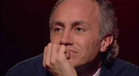 Secondo il giornalista de Il Fatto altrove l'opposizione avrebbe avuto una reazione forte mentre in Italia si ha paura a parlare male di Berlusconi anche ora che i giudici hanno confermato che è ha frodato il fisco